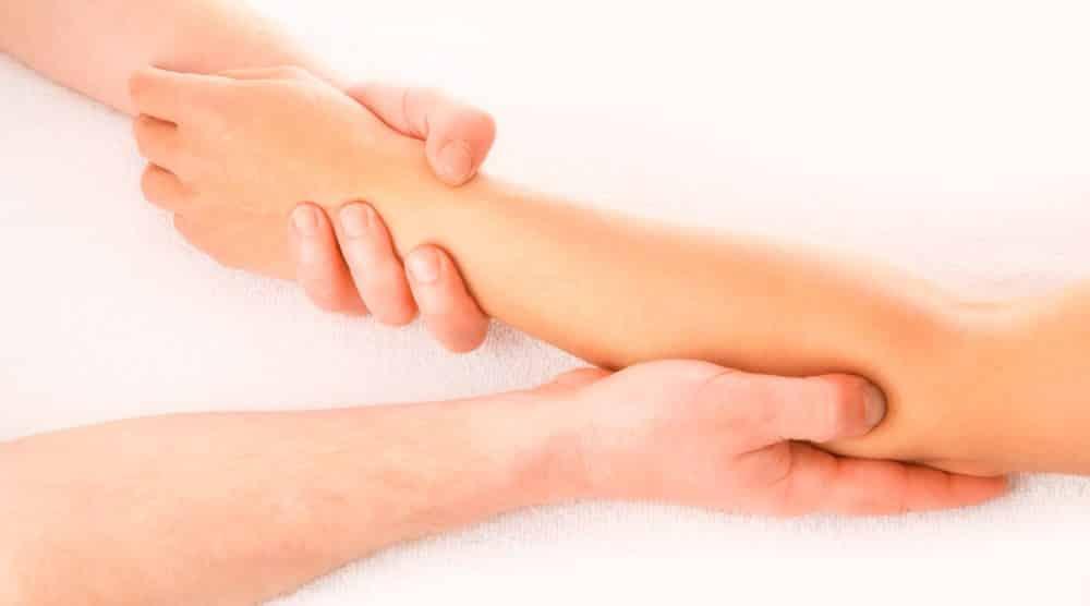 Foto de massagens nos braços para combater a celulite
