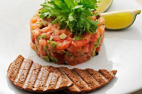 tartar de salmão e abacate (receita fácil)